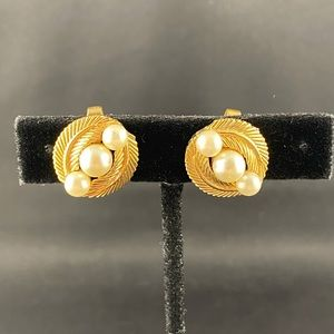 Vintage Trifari gold and 3 pearl clip earrings